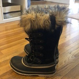 Sorel Waterproof snow boots. Size 6. Worn once
